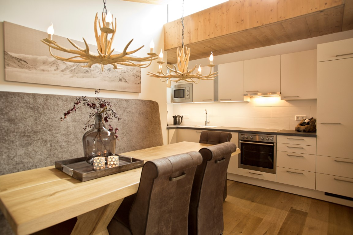 Keuken Met Eethoek : De eethoek biedt plaats aan 8 personen, een ruime en comfortabele